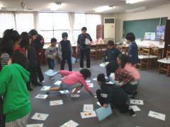2009 小学生英語パーティ  英語で言われたカードを取るゲーム。2009 小学生英語パーティ  英語で言われたカードを取るゲーム。