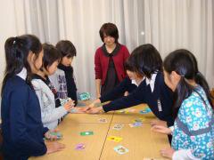 2009 1月 小学生英語(1)  カルタゲームで英語を学んでいます