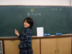 2009 1月 塾の新戦力S先生  授業準備に余念のないS先生です