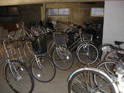 自転車置き場  盗難にあわないよに鍵をかけておきましょう