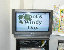 B教室 教材テレビ  英語ビデオを見たりします