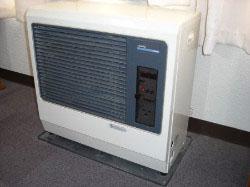 A教室 FF暖房機 静かで快適  冬の間は特にお世話になります