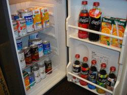 教材準備室の冷蔵庫(講師用)  各講師の好みの飲み物があります